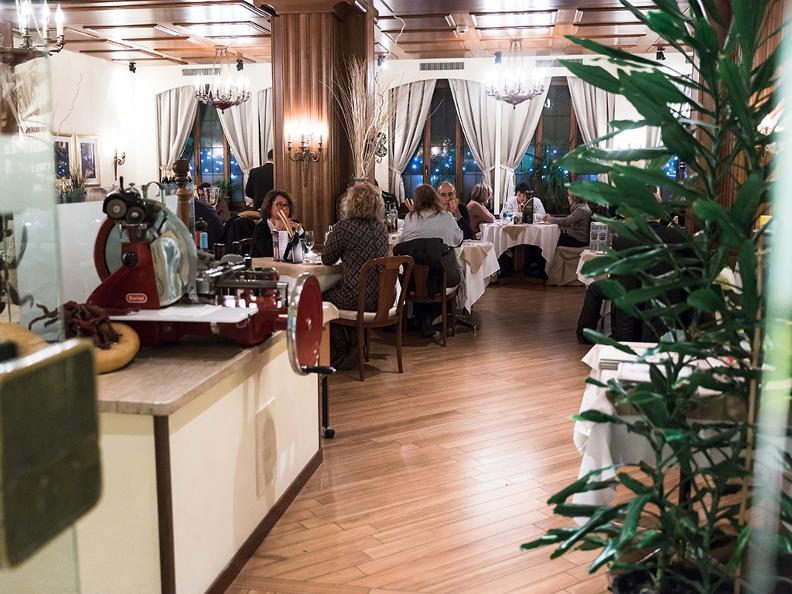 Image 6 - Hotel Touring e Mövenpick Restaurants