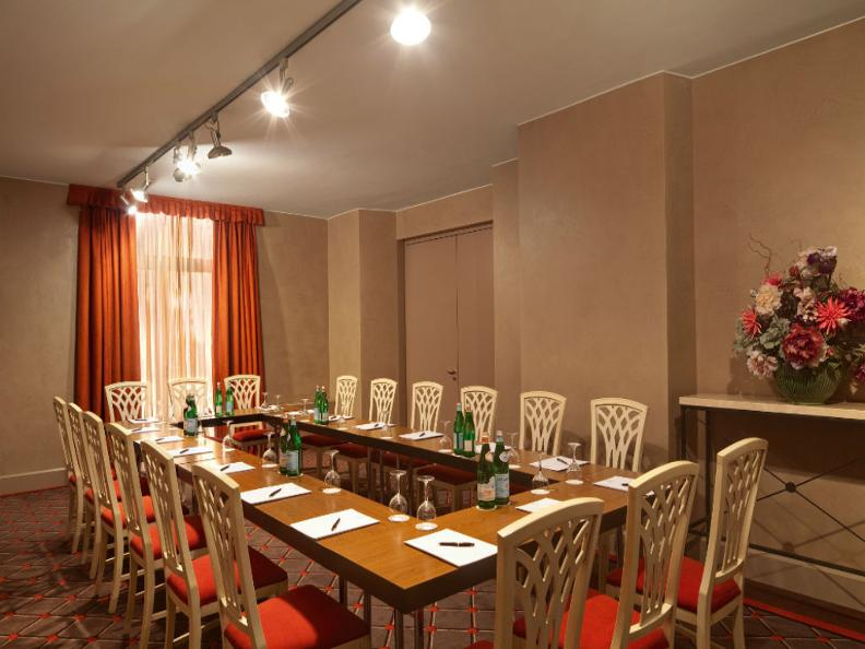 Image 4 - Hotel de la Paix