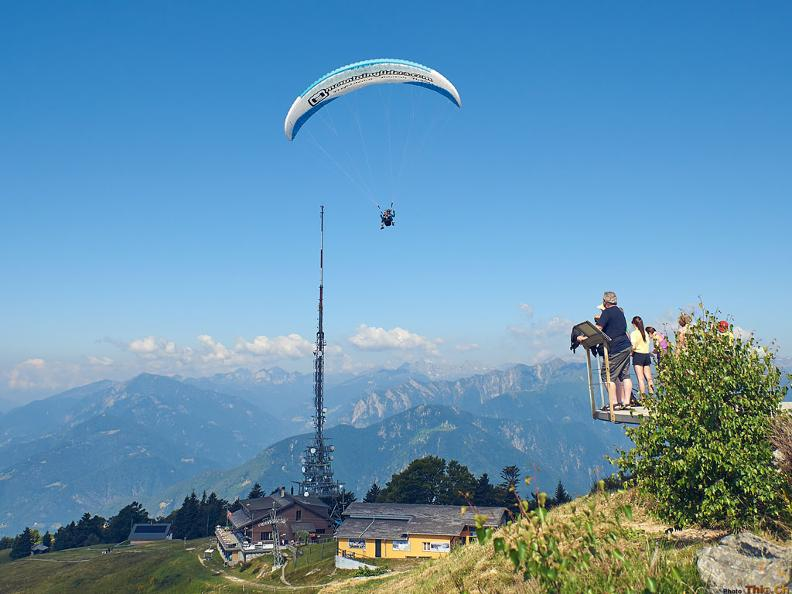 Image 1 - Mountaingliders - Paragliding Flights with Professional Tandem Pilots