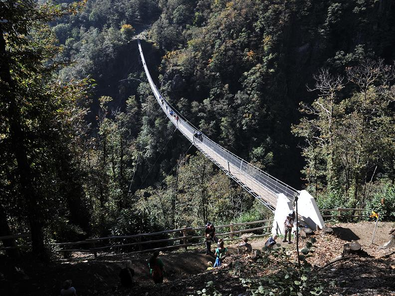 Image 4 - Ponte tibetano