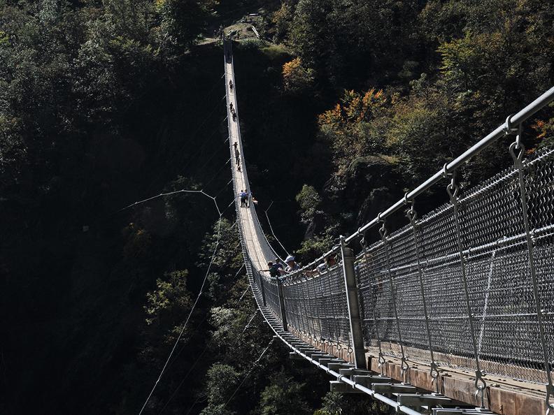 Image 5 - Ponte tibetano