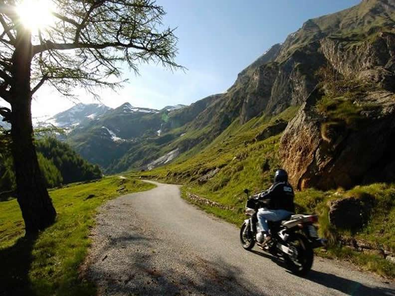 Image 0 - Alpine passes on the motorbike