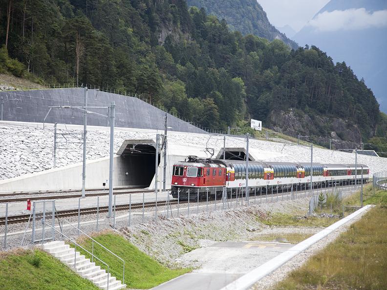 Image 8 - Gotthard Panorama Express