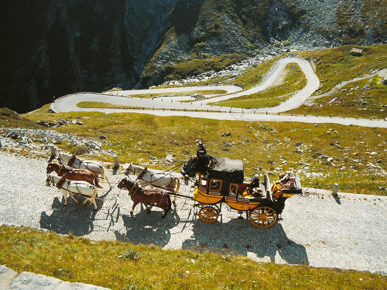 Image 2 - St. Gotthard horse drawn mail coach