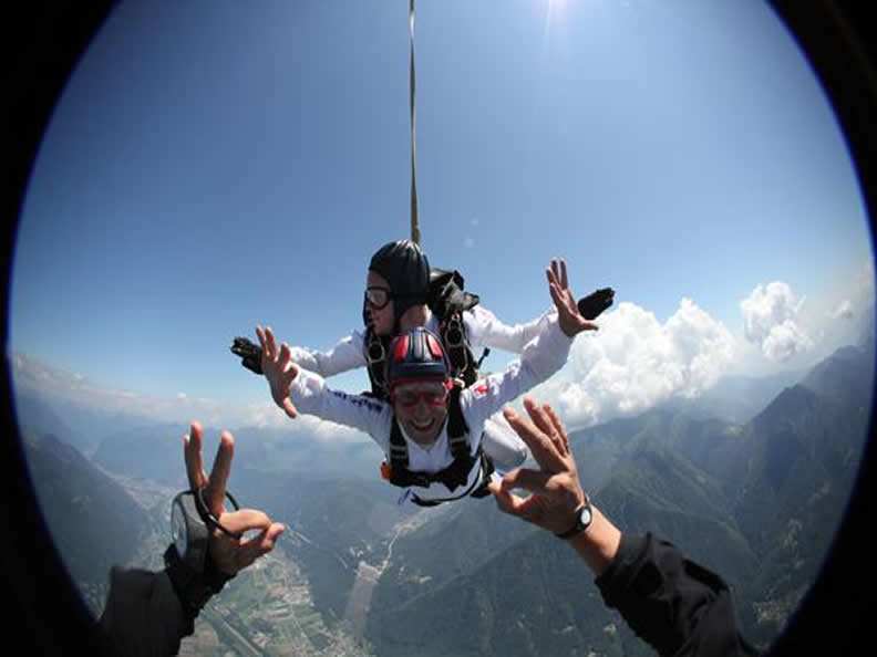 Image 0 - Skydiving in Locarno