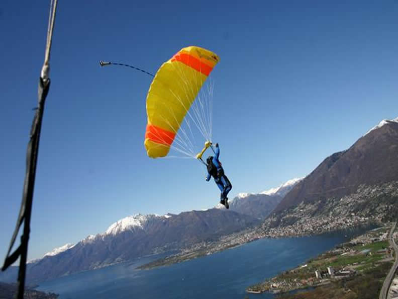 Image 2 - Skydiving in Locarno